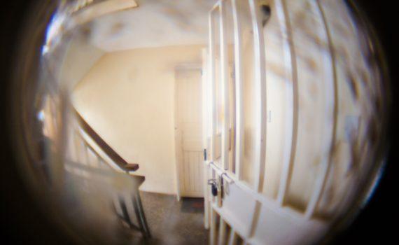 judas porte gardien d'immeuble