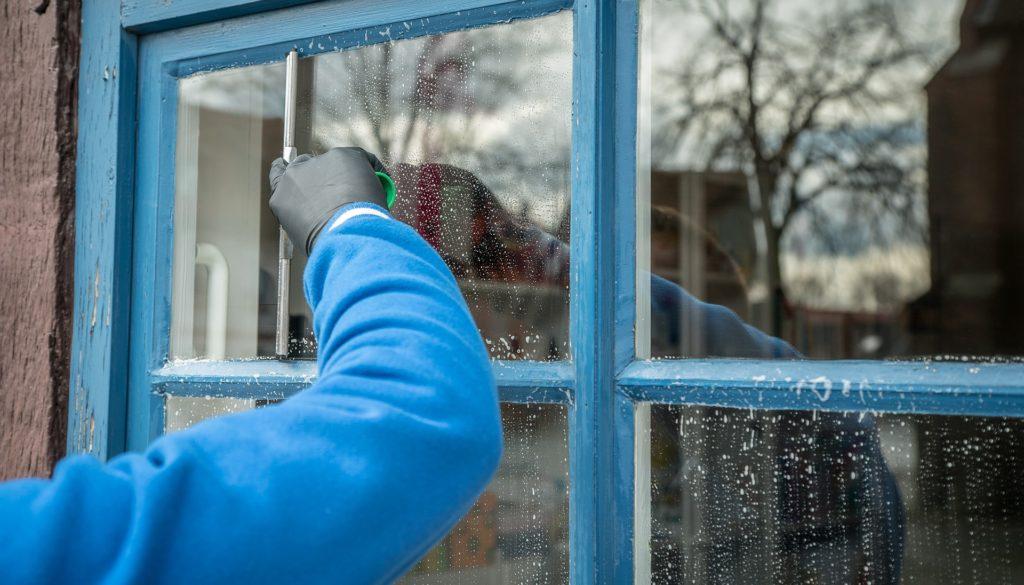nettoyage vitres service personne